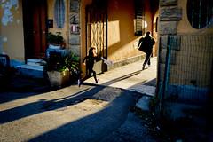 (massimopisani1972) Tags: garbatella roma rome italia italy nikon 28300 quartieregarbatella bambini children ombre shadows massimopisani massimo pisani d610 20300