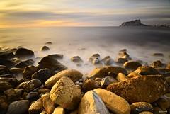 Soledad imaginaria (jaume vaello) Tags: calabaladrar alicante playas playasdealicante kenko kenkond400 leefilters leend09 nikond5100 nikon sigma1020 manfroto rocks rocas longexposure largaexposicin mar marinas
