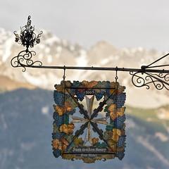 1665 - Zum Weißen Kreuz (Ernst_P.) Tags: aut altstadt hotel innsbruck schild tirol österreich austria autriche tyrol walimex samyang 135mm f20