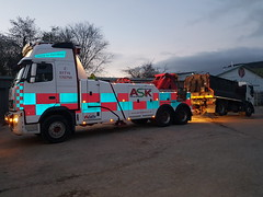 FH13 Rear Suspend Towing Loaded 18Ton Hot Box (JAMES2039) Tags: volvo tow towtruck truck lorry wrecker heavy underlift heavyunderlift 6wheeler rear rearsuspend daf 55 75 cardiff rescue breakdown night ask askrecovery recovery fh13 pn09juc pn09 juc tarmac hotbox loaded