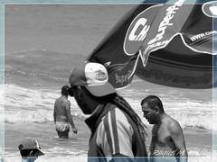 Playa (Raquel Marina Roldn) Tags: playa beach plage play vendedores arne arena familia nios perro dog sand children enfants buenos aires argentina coast cte