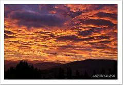 El cielo est que arde!! (Lourdes S.C.) Tags: cielo nubes amanecer paisaje provinciadejan contraluz nwn