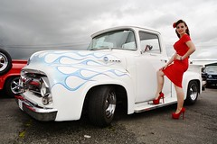 Red n White (Fast an' Bulbous) Tags: show santa old red summer england woman white hot sexy classic ford stockings girl beautiful car pits truck hair high pod nikon long dress legs cloudy outdoor flames july gimp pickup f100 babe curvy chick american heels vehicle timer hotty stilettos showshine d7100 worldcars dragstalgia