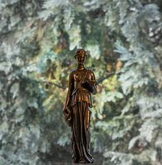 DSC07439-Edit.jpg (G.G.B.) Tags: italien man human amphore frau statuette mankind palla mensch schale tunika