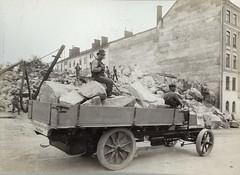 Daimler lastvagn (Tekniska museet) Tags: truck 1904 daimler lastbil byggnadsarbetare tekniskamuseet byggarbetsplats lastvagn thenationalmuseumofscienceandtechnology daimlerlastvagn byggnadsbolagetmanhem