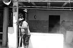 IMG_0635 (Carlos Eduardo Sinpellido) Tags: auto life street city portrait people urban blackandwhite bw en man blanco canon photography mono la y gente candid venezuela negro streetphotography personas multitud aire libre bnw lneas monocromtico vehculo streephotography fotoaadir