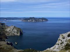Santoña desde Solpico (JLL85) Tags: laredo santoña cantabria españa spain sea azul blue cielo sky coast coastline montaña mountain bay landscape seascape