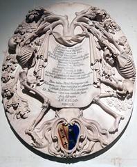 Church of St Leonard, Shoreditch: marble monument to Elizabeth Benson (d.1710), by Francis Bird (John Steedman) Tags: london uk unitedkingdom england   greatbritain grandebretagne grossbritannien       church stleonard shoreditch e1 skull skeleton