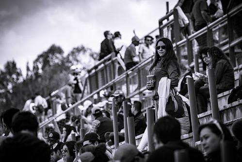 Hermosa entre la multitud!!