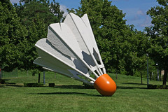 William Rockwell Nelson Gallery of Art (4 of 7) (gg1electrice60) Tags: kansascity missouri artmuseum badminton sculptures shuttlecock oversize jacksoncounty artsbuilding east45thstreet rockhillroad kansascitysculpturepark rockhillrd 4525oakstreet williamrockwellnelsongalleryofart akanelsonartgallery akamuseumoffinearts 4525oakst emanualcleaverboulevard emanualcleaverblvd efortyfifthst akanelsonatkinsmuseum claescoosjevanbruggen