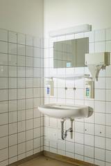 20140502-FD-flickr-0086.jpg (esbol) Tags: bad badewanne sink waschbecken bathtub dusche shower toilette toilet bathroom kloset keramik ceramics pissoir kloschüssel urinals