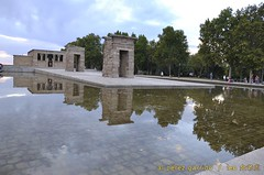 debod1 (al perez / leo.jinlaohu) Tags: madrid park parque sunset sky españa cloud lake reflection lago temple pond reflected cielo reflejo estanque puestadesol bluehour ocaso nube templo magichour reflexión 天空 debod 公园 寺庙 池 西班牙 湖 天 湖泊 夕阳 云彩 映像 反射 沼 泊 头 反照 圣殿 潭 horamágica 潢 反映 神庙 horaazul 反射光 蓝光 魔术光 或魔幻时刻 魔术时刻 云头