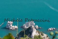 DSC_7547 copia (Michele d'Ancona) Tags: 2 italy nature relax flora italia mare natura barche an persone provincia marche nuoto motori ancona scogli divertimento motoscafi sirolo sorelle bagni vele velieri bagnanti natanti scafi