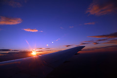 2016_10_03_lhr-ewr_179p (dsearls) Tags: 20161003 lhrewr sunset altittude flying newyork newjersey aerial windowseat windowshot united ual unitedairlines aviation wing airplane boeing boeing767 blue sky orange clouds pink altostratus altocumulus stratus sun