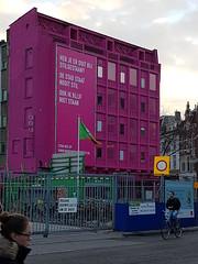 Knalroze pand op de hoek Grote Markt en Poelestraat (zaqina) Tags: lets gro roze festival groningen grote markt poelestraat
