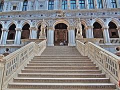 Venecia-39 Palacio Ducal (ferlomu) Tags: arquitectura escalera escultura estatua ferlomu italia venecia