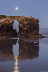 Praia Das Catedrais 1 (pepgass) Tags: luna lluna moon superluna superlluna supermoon posta puesta moonset landscape paisaje paisatge praiadascatedrais platjadelescatedrals playadelascatedrales ribadeo lugo galicia