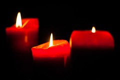Candles (Sommer, Peter) Tags: candles kerzen 50mm sony canon rot eos350d red