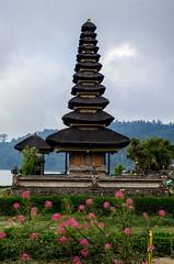 IMGP2342 (vivosi8) Tags: bali indonesia island temple pentax ile k5 dieux beratan indonsie puraulundanuberatan