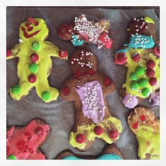 GingerBread People (de Mads) (matthewkaz) Tags: christmas house home cookies square baking michigan gingerbread squareformat eastlansing aden gingerbreadmen 2015 burcham gingerbreadcookies gingerbreadpeople iphoneography instagramapp uploaded:by=instagram