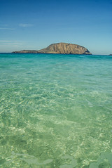 Las Conchas (Josu Godoy) Tags: green verde vert turquoise turqueza canarias mar mer sea holidays beach playa plage graciosa lanzarote roque rock rocher paraiso paradise paradis