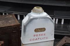 Pesee Gratuite (Free Press - Free Herbs...?) (jcbkk1956) Tags: bangkok thailand street thonglo object antique old nikon sale d3300 nikkor 1855mmf3556 gratuite free yvan curios yardsale