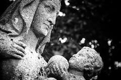 Cradle (Alex . Wendes) Tags: statue cradle bw blackandwhite flickrgolfclub tamron90mm tamron90mmmacro d7000 nikond7000