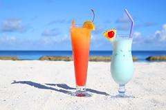 Cocktails am Strand (FotoDB.de) Tags: cocktails ferien malediven ozean sandstrand strand swimmingpool tequilasunrise traumreise urlaub