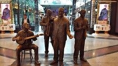 Jazz Band in the  Trafford Centre (Eddie Crutchley) Tags: england europe manchester traffordcentre shoppingcentre statue art jazzband