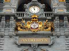 02_09 Antwerpen - Centraal Station (k_man123) Tags: belgium anvers antwerp antwerpen station central centraal centraalstation centralstation trainstation railwaystation antwerpencentraal architecture interior detail clock gold