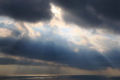 Keep looking up! (CardPhoto // www.card-photo.com) Tags: sea seascape water mediterranean syracuse sicily italy 2016 sun rays beams light blue cloud cloudscape