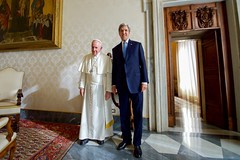 Secretary Kerry and Pope Francis Pose for a Photo Before Their Meeting at the Vatican (U.S. Department of State) Tags: johnkerry vatican vaticancity popefrancis