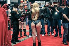 Black Canary (berXpert) Tags: c2e2 costumes freckle cosplay cosplaydeviants chicago canon dccomics blackcanary c2e22011 butt bottom buns glutes