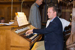 Cor de Vries bespeelt het Adema-orgel, St.-Agathakerk, Lisse, 12 september 2015. Foto: Alexander Schippers.