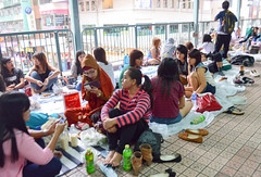 Picnic (Francisco Anzola) Tags: china hk hongkong picnic footbridge overpass kowloon maids dayoff