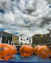 Gauklerfest auf dem Alex (BLN1989) Tags: berlin himmel wolken kinder alexanderplatz saturn fest gaukler