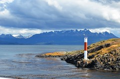 Canal Beagle (Rodrigo_Soldon) Tags: chile panorama lighthouse beagle argentina les america de landscape faro tierradelfuego ushuaia landscapes canal amrica scenery do view place outdoor south paisaje paisagem di vista farol paysage landschaft phare channel sul paesaggio buoy leuchtturm canale landschap endoftheworld   eclaireurs findelmundo      fimdomundo amricadelsur estreito  beaglekanal  pharus  terradofogo        onashaga