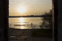 IMG_5195 (Capitn pan) Tags: sunset sea sun fall sol contraluz atardecer persona mar andaluca cielo otoo islacanela