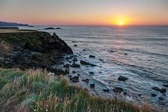 Verdicio (ccc.39) Tags: asturias gozn verdicio acantilados mar cantbrico atardecer ocaso puestadesol agua espuma sunset hierbas olas costa seascape sea cliffs