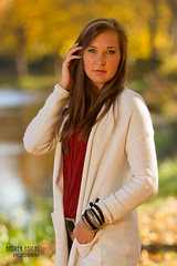 MariaR-03 (Feicht Photography) Tags: herbst autumn fall femalemodel privatperson fashion jacke armschmuck bunt colorful braunehaare leger look feichtphotography
