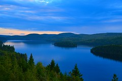 Le Lac Sacacomie (Philippe Haumesser Photographies) Tags: outside water lake nuages cloud clouds paysages landscape landscapes montagnes mountain mountains quiet hill sky arbres trees fort forts forest forests stalexisdesmonts lacdesacacomie canada qubec nikond7000 nikon d7000 reflex panorama 2016 automne autumn