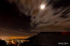 Nuvens aceleradas - Accelerated clouds (Leandro Rinco) Tags: madrugada frio nublado canon 7d longaexposicao tokina tokina1116mm moon charliesgroup photosloisirs infinitexposure