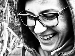 Amica felice (sandra_simonetti88) Tags: smile smiling sorriso sorridere happy felice felicit happiness glasses occhiali bn bw bianconero blackandwhite hood cappuccio ridere laugh laughing donna woman viso face portrait ritratto primopiano