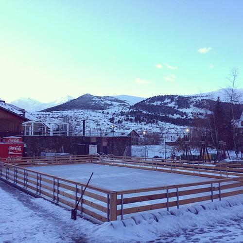 Terminado la instalación de la #pistadehielo #nieve #esquiar #patinar #montana #invierno