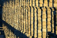 Acueducto de piedra (Segovia) (alfonsocarlospalencia) Tags: acueducto de segovia piedra romano azoguejo minimal bloques maravilla agua patrimonio arquitectura luz detalles