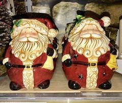 Festive Novelties (DanoAberdeen) Tags: hohoho ornament festivenovelties santaclaus santa happy merry iphone dano christmas xmas father navidad noël クリスマス natale 圣诞 рождество boże narodzenie 圣诞老人 père weihnachtsmann サンタクロース 苹果手机 快乐 ハッピー お父さん 父亲 julenissen santaclause decorations snow elf sleigh rudolph tree amateur candid toys danoaberdeen 2017 2018 sleighbells christmasday xmasday happychristmas happyxmas december25th presents recent novelties family