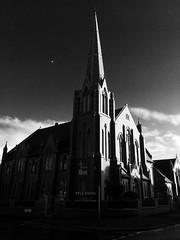 Fylde Coast Church Alive, Raikes Parade, Blackpool (ii) (Rhisiart Hincks) Tags: blackpool sirgaerhirfryn fyldecoast lancashire lloegr powsows england ewrop europe ròinneuropa eu ue sasana brosaoz ingalaterra angleterre inghilterra anglaterra 英国 angletèrra sasainn انجلتــرا anglie ngilandi fylde eglwys iliz eliza eaglais eglos church glèisa església église biserică chiesa iglesia kirche церковь 教堂 kirik 教会 ažnyčia duagwyn gwennhadu dubhagusgeal dubhagusbán zuribeltz czarnobiałe blancinegre blancetnoir blancoynegro blackandwhite 黒と白 zwartenwit mustajavalkoinen crnoibelo černáabílá schwarzundweis اسودوابيض، bw feketefehér melnsunbalts juodairbalta negrușialb siyahvebeyaz črnoinbelo черноеибелое чорнийібілий