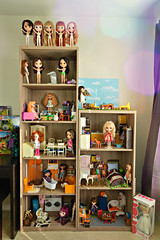 Dolly Towers (Nov 2016) (janetsaw) Tags: doll house dollhouse blythe kenner moof miniature furniture playscale display shelf collection coco