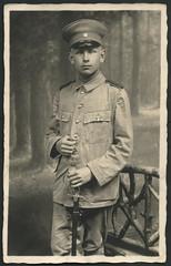 Archiv C041 Kollege Chibiacz, um 1920 (Hans-Michael Tappen) Tags: portrait uniform portrt saber 1910s sbel fotorahmen atelierphoto atelierfoto 1910er archivhansmichaeltappen