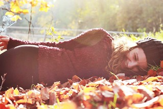 Federica//autumn vibes #photograpy #popular #portrait #people #profile #model #girl #woman #smile #fashion #outfit #colorful #young #wonderful #outdoor #shooting #autumn #canon  #scattiitaliani #nature #red #leaves #sunlight #sun #eyes #beautiful #beauty